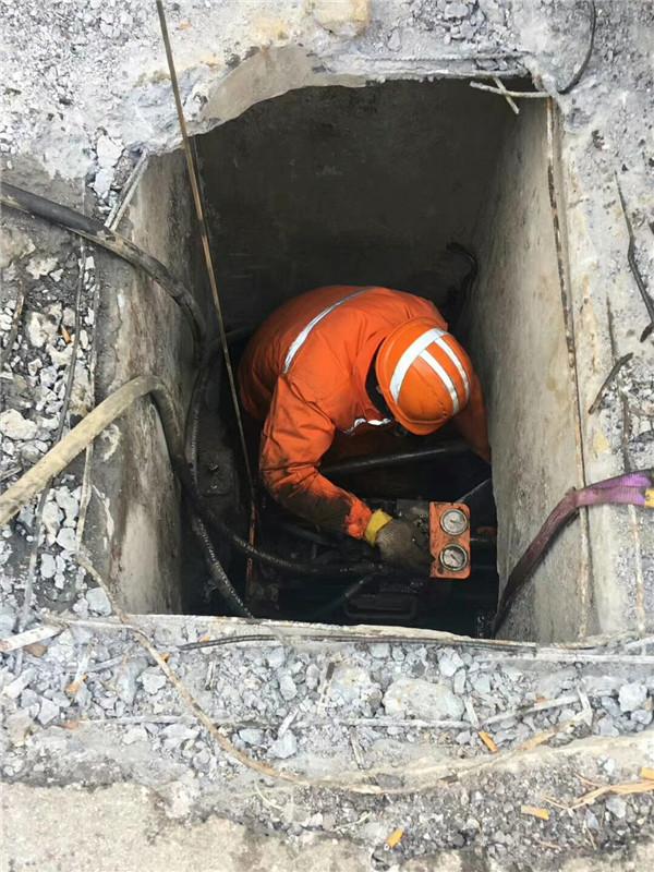 陝西管道塌陷修複案例展示:管道塌陷,堵塞施工進行中