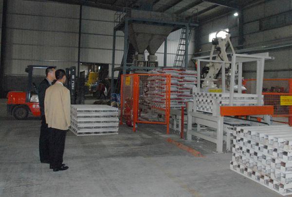 肥料厂家客户参观生产封装现场